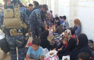 نجات یافتگان فلوجه مخالفت با داعش را توصیف می کنند