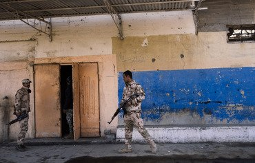دانیشتوانی موسڵ رێنمایی سهربازان دهكهن بۆ حهشارگهكانی داعش