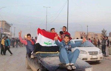 ساکنان شرق موصل برای جمع کردن تکه های زندگی خودشان بازگشتند