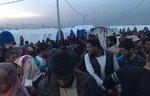 أهالي غرب الموصل يهربون من المدينة رغم المخاطر