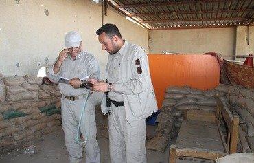 فرق عراقية تزيل مخلفات ألغام داعش من الرمادي