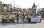 شهر هیت آزادی از داعش را با رژه نظامی جشن می گیرد