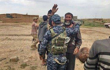 الفارون من الموصل يتحدثون عن استخدام داعش للسكان كدروع بشرية