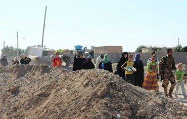 موجات النزوح تتواصل مع فرار أهالي الرقة من داعش