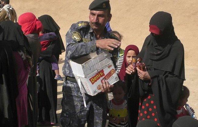 des femmes de daech coop rent avec la police irakienne. Black Bedroom Furniture Sets. Home Design Ideas