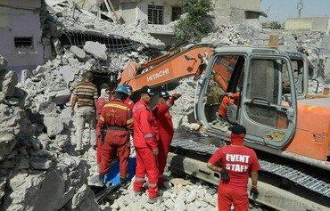 Les équipes de secours continuent de retrouver des gens vivants dans les ruines de l'ouest de Mossoul