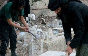 داعش تهدم مدافن مخيم اليرموك في سوريا