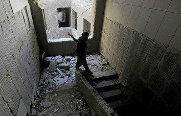 Sivîl dorpêçkirî ne di demekê de ku DAIŞ xwe li asêgeha dawî Reqaya Sûriyê asê dike