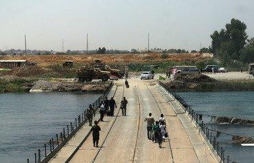 پلهای بازسازی شده شرق و غرب موصل را دوباره متصل می کند