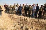 کشف 3 گور دسته جمعی داعش در نزدیکی الحویجه توسط نیروهای عراقی