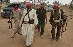 ساکنین القائم داعش را به «بازداشت به زور» پسرانشان متهم کردند