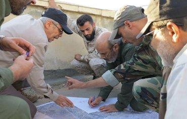 سەرکردەیەکی سوپای پاسداران بەکرێگیراوان ئاراستەدەکات لە سوریا