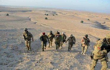 Des forces interarmées nettoient la région de Tuz Khurmatu des restes de l'EIIS.