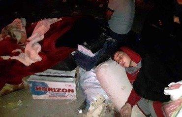 Homs displaced stranded in Qalaat al-Madiq