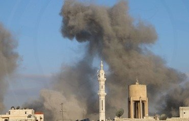 Koçberîyeke komî li Îdlibê piştî bombebarankirina rejîma Sûrîyayê