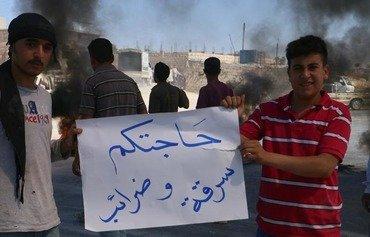عمال المناشر الصخرية يحتجون على الضرائب الجديدة في إدلب السورية