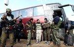 هيئة تحرير الشام تطرد النازحين في إدلب لإسكان عناصرها
