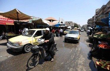 نیروهای دولتی سوریه پیش از حمله به ادلب شهر را گلوله باران کردند