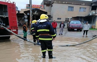 Iraqi Civil Defence rescues families trapped in Mosul flooding