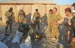 تمرکز نیروهای عراقی برانبار تسلیحاتی داعش در انبار