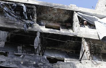 Les habitants d'Alep cherchent à s'abriter dans une ville en ruines