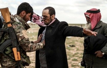 چەکدارانی داعش سروشتی راستی خۆیان دەردەخەن لە رۆژهەڵاتی سوریا