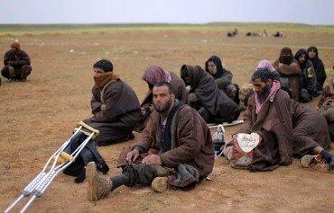 مقاتلو داعش يبدأون بالاستسلام فيما تلوح في الأفق هزيمتهم في سوريا