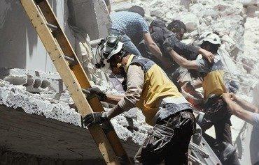 مقتل مدنيين وأطفال سوريين في الغارات على إدلب