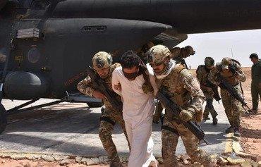 القوات العراقية تدمر معسكرين لداعش في صحراء الأنبار