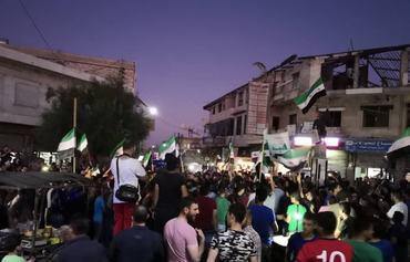 Les manifestants d'Idlib dénoncent le régime et Tahrir al-Sham