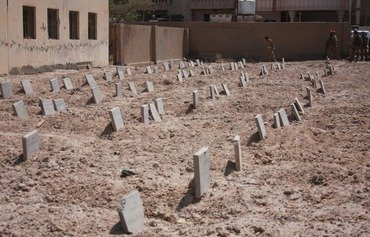 Iraqi forces uncover ISIL graveyard in Fallujah
