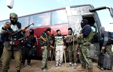 Tahrir al-Sham expels displaced families in Idlib to house its elements