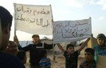 Residents of al-Rukban camp start a new sit-in
