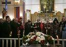 العشرات يشاركون في جنازة كاهن قتلته داعش في شمال شرق سوريا