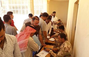 Iraqi army helps IDPs return to their homes in Anbar