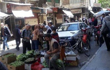 Prices rise as Syrian pound plummets in regime-controlled areas
